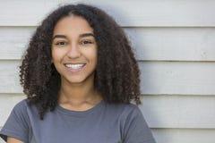 Bello adolescente afroamericano della ragazza della corsa mista Immagine Stock Libera da Diritti
