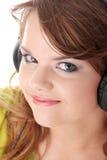 Bello adolescente che ascolta la musica Immagine Stock Libera da Diritti