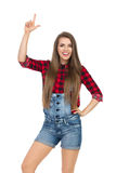 Bello agricoltore Girl Pointing Up Fotografia Stock
