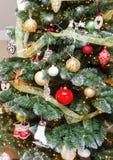 Bello albero di Natale decorato fotografie stock libere da diritti