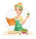 Bello alimento del cuoco della ragazza con il libro di cucina Fotografie Stock Libere da Diritti