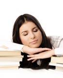 Bello allievo che dorme sui libri Fotografie Stock Libere da Diritti