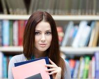 Bello allievo femminile con i libri Immagini Stock Libere da Diritti