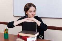 Bello allievo femminile con i libri Fotografie Stock Libere da Diritti