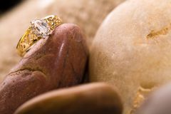 Bello anello di oro. Fotografia Stock Libera da Diritti