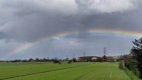 Bello arcobaleno sulla campagna toscana, Pisa, Toscana, Italia Fotografie Stock Libere da Diritti