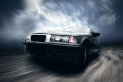Bello argento di velocità sportcar sulla strada Immagini Stock Libere da Diritti