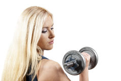 Bello atleta della ragazza con il dumbbell Fotografie Stock