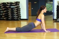 Bello atleta femminile ad una ginnastica (2) Immagini Stock Libere da Diritti