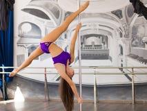 Bello ballerino del palo Immagine Stock
