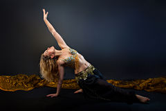 Bello ballerino della bionda della pancia Fotografia Stock