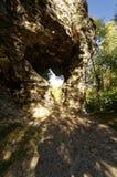 Bello bloccaggio di luce e di ombra che riflettono sopra una formazione rocciosa Fotografia Stock