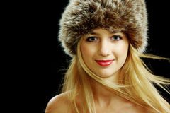 Bello blonde in cappello di pelliccia Immagine Stock
