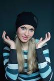 Bello blonde in cappello nero immagine stock libera da diritti