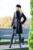 Bello blonde in cappotto immagine stock
