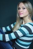 Bello blonde in maglione Immagini Stock Libere da Diritti