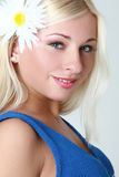 Bello blonde in rivestimento sleeveless Fotografie Stock