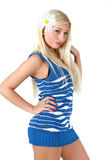 Bello blonde in rivestimento sleeveless blu fotografie stock