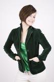 Bello Brunette nel sorridere verde Fotografie Stock