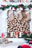 Bello camino decorato per il Natale Fotografia Stock Libera da Diritti