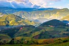 Bello campo del terrazzo del riso sulla collina nel Vietnam del Nord fotografie stock libere da diritti