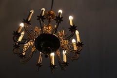 Bello candeliere dell'oro fotografia stock
