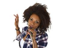 Bello cantante di karaoke della donna dell'afroamericano Fotografie Stock Libere da Diritti