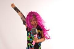 Bello canto della ragazza del rock star Immagine Stock
