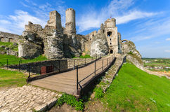 Bello castello in Ogrodzieniec vicino a Cracovia in primavera, Polonia Fotografia Stock Libera da Diritti