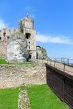 Bello castello in Ogrodzieniec vicino a Cracovia in primavera, Polonia Immagine Stock