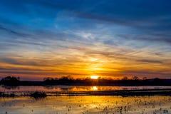 Bello cielo al tramonto Paesaggio rurale immagini stock
