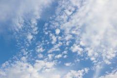 Bello cielo blu e nuvole bianche Fotografia Stock Libera da Diritti