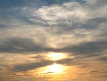 Bello cielo, colori dell'indaco, naturalmente spargimento fotografia stock libera da diritti