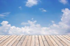 Bello cielo con il pavimento di legno Immagini Stock Libere da Diritti
