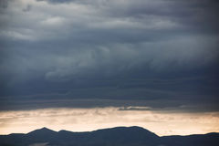 Bello cielo con le nuvole blu Immagine Stock