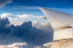 Bello cielo dall'aereo del sedile di finestra Fotografie Stock