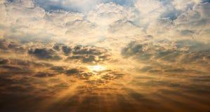 Bello cielo di alba con le nuvole Fotografia Stock Libera da Diritti