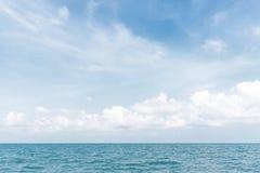 Bello cielo e mare piacevole Immagini Stock Libere da Diritti