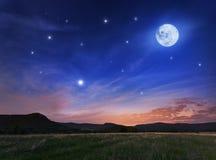 Bello cielo notturno con la luna piena e le stelle Immagini Stock Libere da Diritti