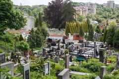 Bello cimitero antico a Leopoli Cimitero di Lychakiv immagine stock