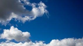 Bello cloudscape drammatico Nuvole di rotolamento stock footage