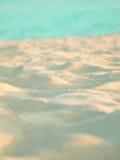 Bello clouse bianco tropicale della sabbia di mare in su Fotografie Stock