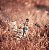 Bello collage creativo di immagine con una ragazza vicino alla scarpa Fotografia Stock Libera da Diritti
