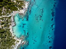 Bello colpo del fuco di vista aerea della cima della spiaggia immagine stock