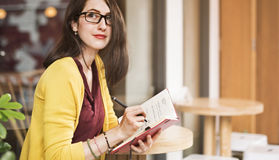 Bello concetto di signora Writing Notebook Diary fotografie stock libere da diritti