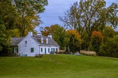 Bello cottage dal parco immagine stock libera da diritti