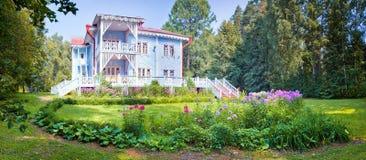 Bello cottage di legno fotografia stock libera da diritti
