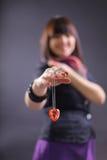 Bello cuore della holding della donna, - metta a fuoco su cuore immagini stock