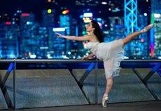 Bello danzatore di balletto all'aperto immagine stock libera da diritti