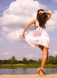 Bello danzatore nel selvaggio all'aperto Fotografie Stock